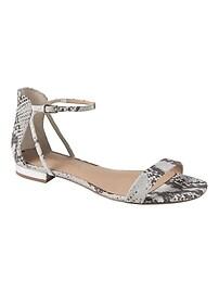 Sandales ornées de découpes