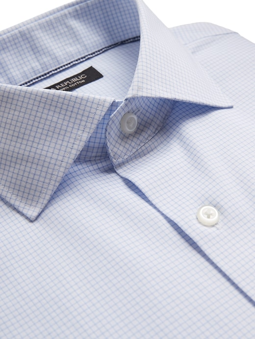 Standard-Fit Non-Iron Dress Shirt with Cutaway Collar