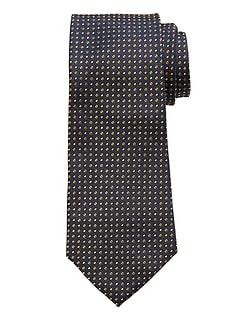 Cravate carrée en soie soignée
